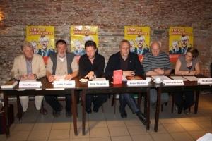 Vlnr. Kris Merckx, Ludo Campo (ACV-LBC-hoofddelegee Esso), acteur Dirk Tuypens, Pvda-lijsttrekker Peter Mertens, Joris Van Gorp (Pvda-voorzitter Antwerpen) en dr. Mie Branders (districtsraadslid Hoboken).