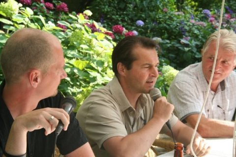 (V.l.n.r.) Moderator Sacha Vandewiele, Peter Raats (sp.a), Kris Merckx (pvda)
