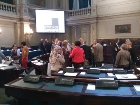 Op haar eerste zitting in het historische oude provinciehuis (Bernarduscentrum), kreeg de provincieraad al meteen een onheilstijding. Getekend 'Philippe Muyters'