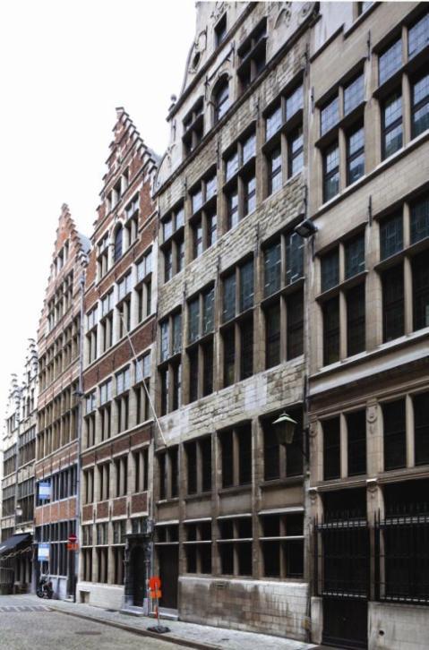 De gebouwen van het vroegere Volkskundemuseum in de Gildekamerstraat. De provincie wil er het Zilvermuseum hervestigen.