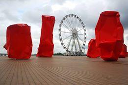 'Rock Stangers', een ook al sterk  betwist en duur kunstwerk van Arne Quinze in Oostende. Met de combine rond de zijn kunstbrug voor Tomorrowland wil zijn galerij hem nog veel hoger geprijsd in de kunstmarkt zetten.
