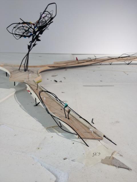 Zo ziet de niet gefatsoeneerde maquette in het bouwdossier er uit. De 'bomen' lans het traject (niet op de foto) zijn stalen constructies.