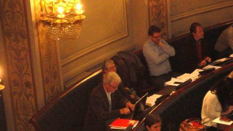 Naast PVDA-collega Nicole Naert en Tom Caals en Koen Kerremans van Groen op de achterste (maar niet de minst actieve) bank van de provincieraad in het historische Bernarduscentrum.