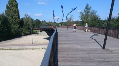 Het eerste gedeelte van de fiets- en voetgangersbrug.