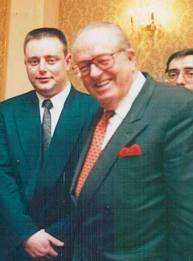 De jonge Bart De Wever woonde net als Jambon in april 1996 de spreekbeurt bij van Le Pen in Salons De Boeck in Antwerpen. En liet zich na afloop graag fotograferen aan de zijde van de 'spreker'.
