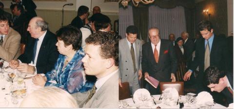 De samenvoeging van de twee bovenstaande foto's geven een quasi volledig beeld van de eretafel. Op de foto links zie je, onderaan in het midden naast Frank Van Hecke, nog de grijze haardos van Le Pen. Als je vanaf daar het rijtje naar links afgaat kom je terecht bij Jan Jambon.