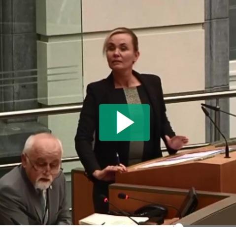 Liesbeth Homans, alias Thatcher aan de Schelde (en nu aan de Zenne), had geen oor naar advies van VVP en het personeel werd nog niet eens geraadpleegd. Resultaat: een rommeltje en ontmoediging bij de 6000 personeelsleden